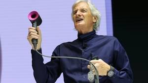 James Dyson zeigt den neu-designten Fön