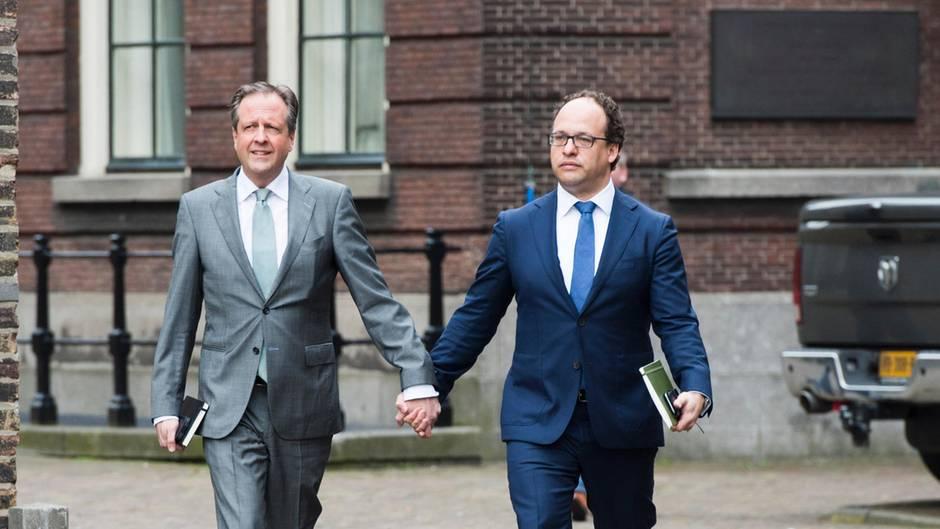 Wichtiges Zeichen: Darum halten diese Politiker plötzlich Händchen