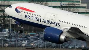 Eine British Airways-Maschine, die gerade abhebt.