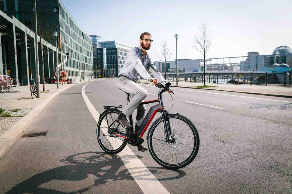 Sportliches City-Rad von Kalkhoff. Der Trend geht zu Akkus, die harmonisch im Rahmen integriert sind.