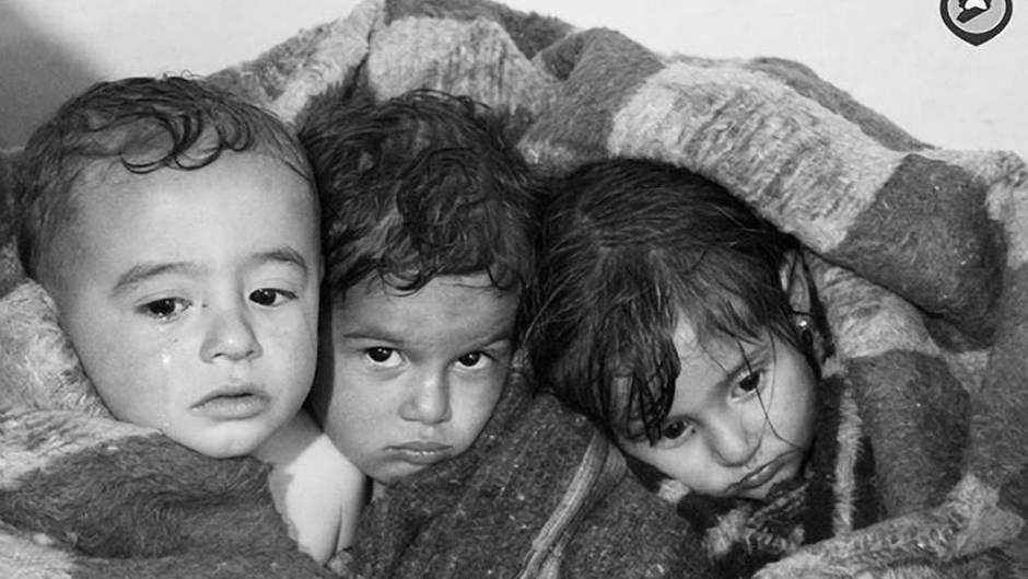 Drei Kinder in Chan Scheichun, Syrien