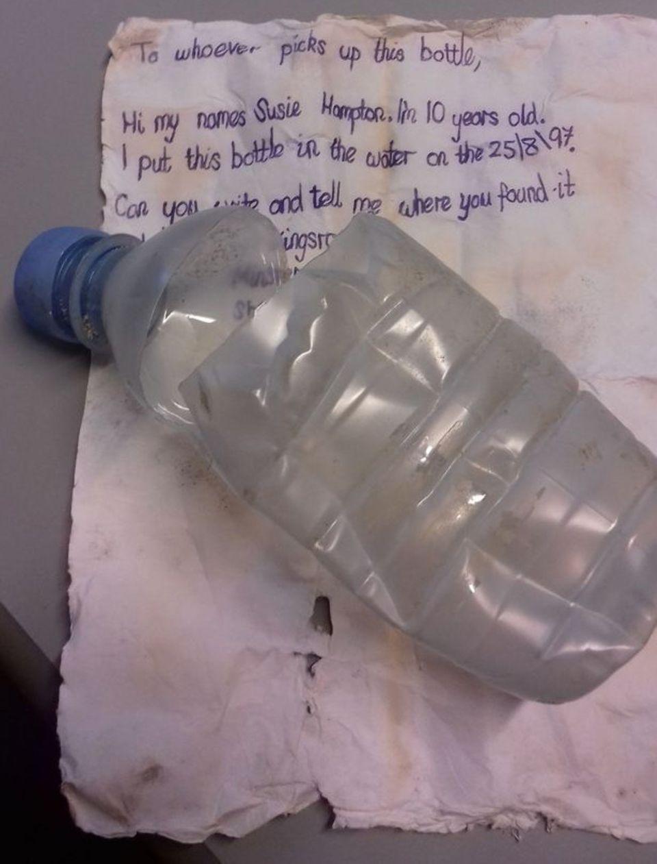 PET-Flasche mit Brief