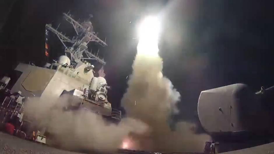 US-Luftangriff: Video zeigt Abschuss der Tomahawk-Raketen auf syrischen Militärflughafen