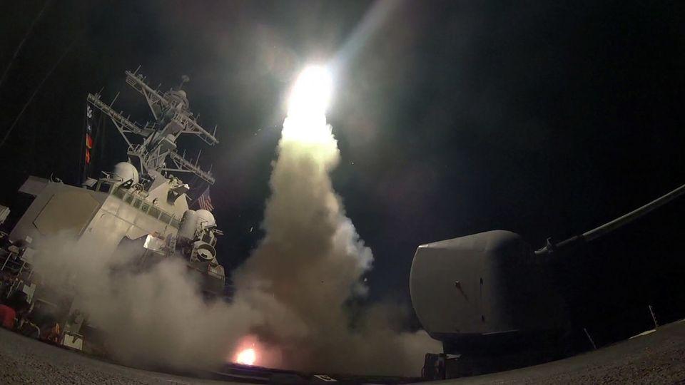 Eine Tomahawk-Rakete wird nach dem Befehl Donald Trump abgefeuert.