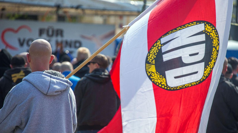 NPD-Kundgebung: Die Partei könnte zukünftig nicht mehr mit staatlichen Geldern finanziert werden
