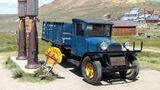 Die alte Tankstelle von Bodie. Der Wagen dürfte aber nur als Fotomodell in die Stadt gekommen sein.