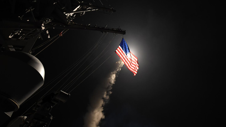 Trump lässt als Vergeltung für Giftgasangriff syrischen Stützpunkt bombardieren