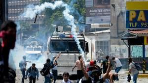 Oppositionelle demonstrieren in Venezuela gegen Präsident Nicolás Maduro