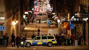 Noch sucht die Polizei nach dem Fahrer des Lkw, der am Freitag in Stockholm in eine Menschenmenge gefahren war