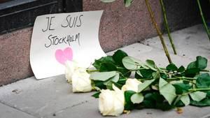 Abgesperrte Einkaufsstraße nach LKW-Anschlag in Stockholm