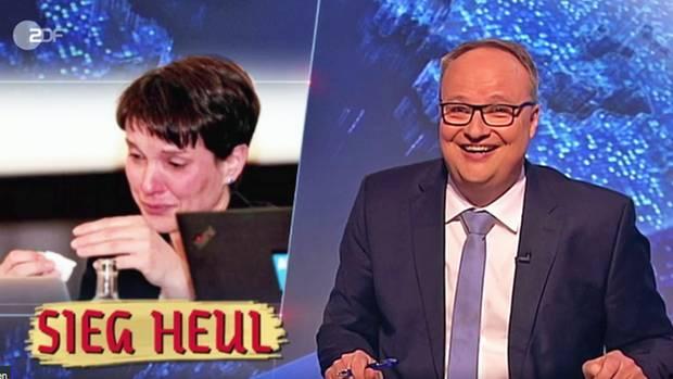 """Szene im Studio der """"heute-Show"""": die weinende Frauke Petry und Oliver Welke."""