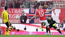 Arjen Robben vom FC Bayern zieht gegen den BVB von rechts in die Mitte und trifft zum 3:1 in der Bundesliga-Partie