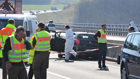A3 - Polizei sichert Spuren im Auto