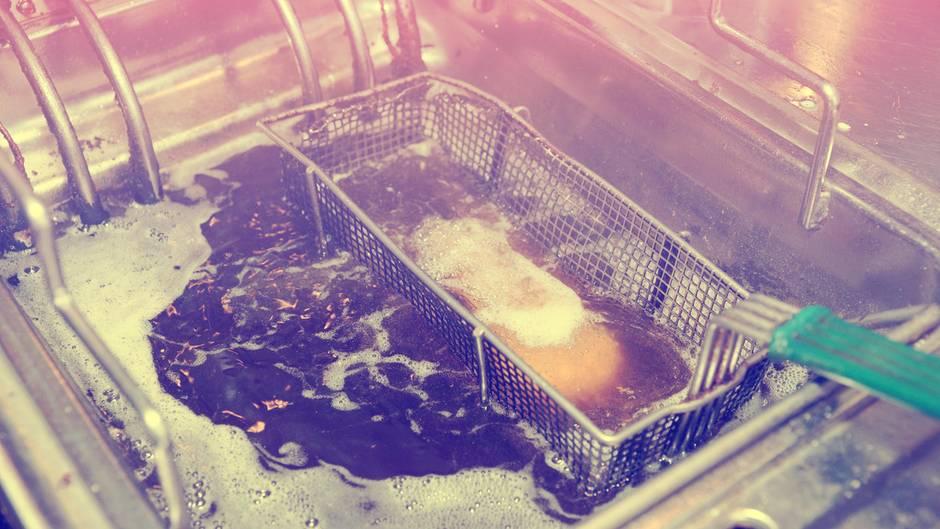 Wie Bekommt Man Verbrannten Geruch Aus Der Wohnung tipps und tricks: so wird man fettgeruch in der küche los | stern.de