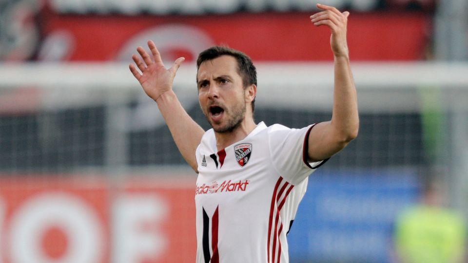 Ingolstadts Mark Suttner feiert den Siegtreffer gegen SV Darmstadt in der Fußball-Bundesliga