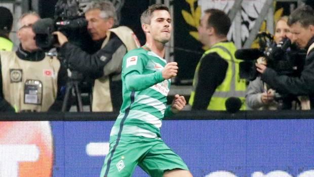 Fin Bartels feiert seinen sehenswerten Treffer gegen Eintracht Frankfurt in der Fußball-Bundesliga
