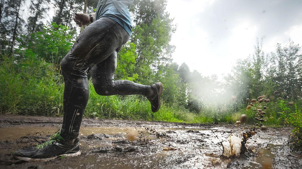Laufen in schwierigem Gelände (Symbolbild)