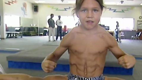 Bodybuilderin: Falsche Brüste, falscher Teint, aber jede Menge Muskeln