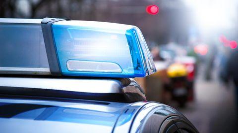 Bei einer Attacke an einer U-Bahn-Treppe ist ein 18-Jähriger in Bonn schwer verletzt worden