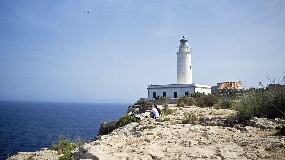Far de la Mola im Osten von Formentera