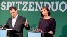 Zu sehen sind die beiden Spitzenkandidaten bei ihrer Verkündung.