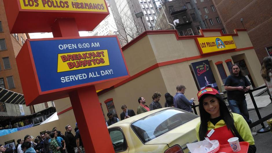 """Das Fast-Food-Restaurant """"Los Pollos Hermanos"""" aus der Serie """"Breaking Bad"""" steht auf einem Parkplatz in New York."""