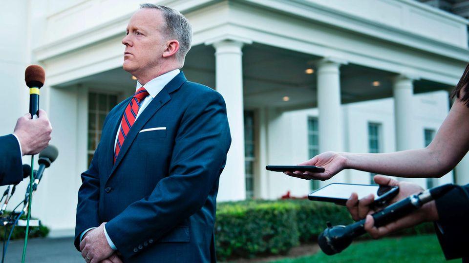 Sean Spicer, entschuldigt sich für seinen Assad-Hitler-Vergleich