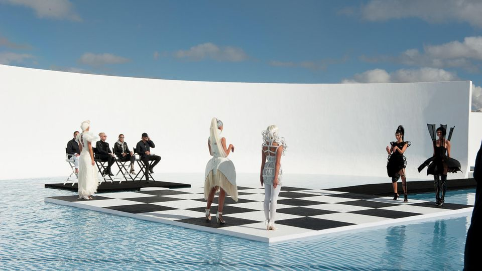 Die GNTM-Models als lebende Schachfiguren