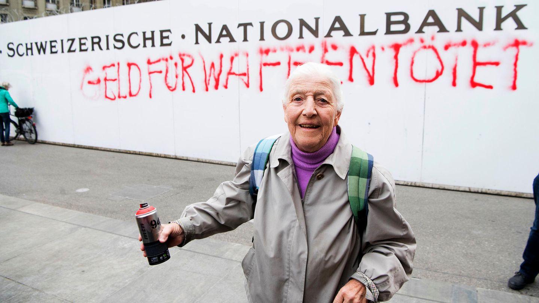 Die  Friedensaktivisten Louise Schneider aus der Schweiz griff mit 86 Jahren zur Spraydose
