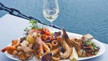Omeros Bros Seafood ist bekannt für ausgezeichnetes Essen.