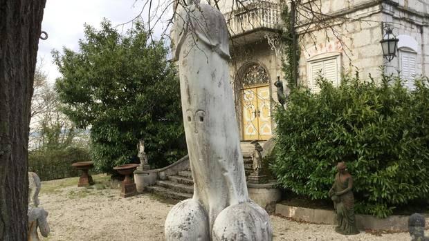 Ein gewaltiger Penis aus Marmor erhitzt die Gemüter in Traunkirchen