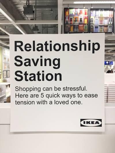 """Die """"Relationship Saving Station"""" in einer kalifornischen Filiale von Ikea: """"Fünf Wege, die Spannungen mit dem Liebsten zu lindern"""""""