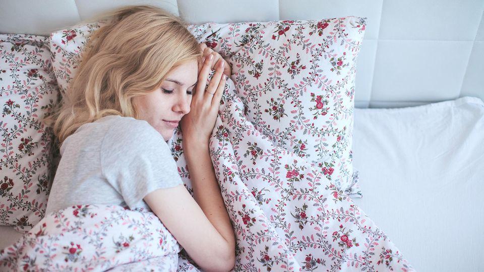 Schlafmangel: Wer beliebt sein will, muss ausreichend schlafen
