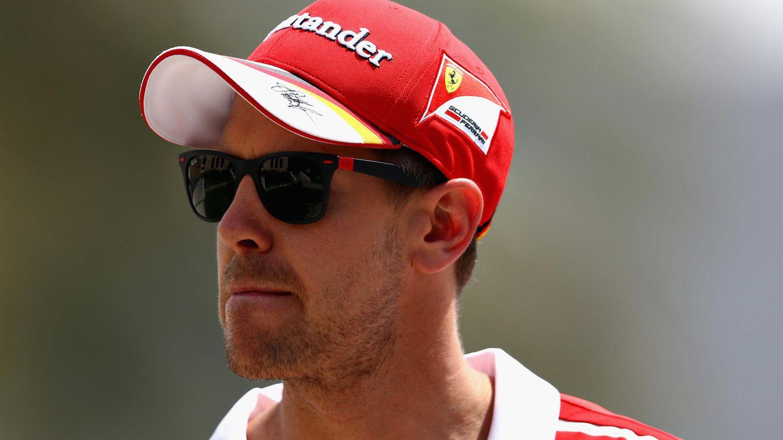 Sebastian Vettel mit Sonnenbrille in Bahrain - Er hat Ärger mit den Fahrerkollegin