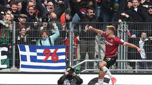 Hannovers Niclas Füllkrug jubelt über sein Tor zum 1:0