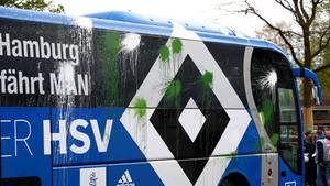 Bei der Einfahrt ins Stadion wurde der Bus beworfen
