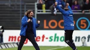 Freude nach dem 2:1: Darmstadt-Coach Torsten Frings und sein Co-Trainer Björn Müller