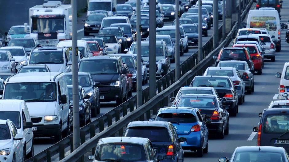 Hannover: Eine feierwütige Hochzeitsgesellschaft hat auf der Autobahn 2 einen Stau verursacht