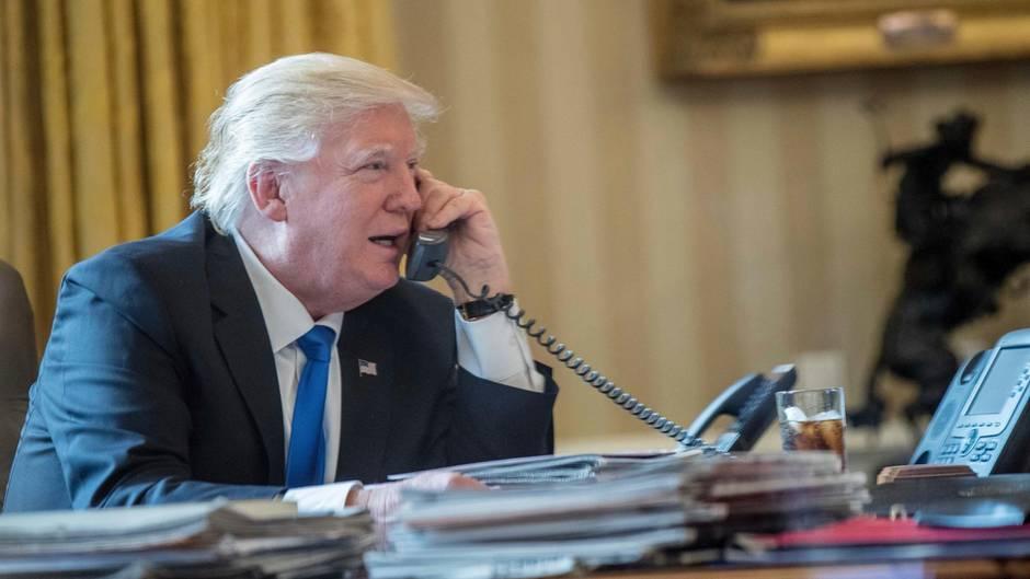 US-Präsident Donald Trump telefoniert