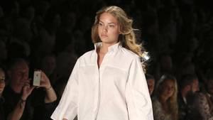 Cheyenne Savannah Ochsenknecht auf dem Laufsteg der Riani Fashion Show in Berlin