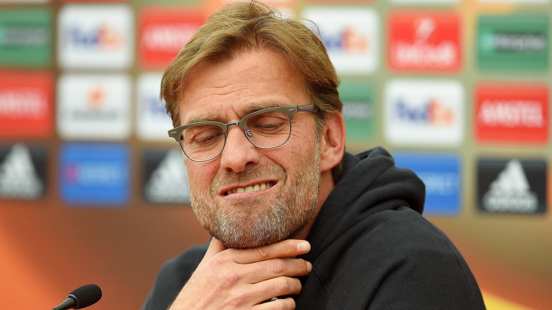 Jürgen Klopp, Trainer des FC Liverpool, fasst sich ans Kinn