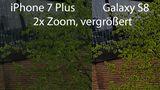 Das Motiv wurde auf beiden Smartphones zur gleichen Uhrzeit mit zweifacher Vergrößerung fotografiert. Das Galaxy S8 nutzt einen digitalen Zoom, das iPhone 7 Plus bei zweifacher Vergrößerung einen optischen. Der unterschied ist deutlich: Die konturen der Fenster, Mauer und Blätter sind beim iPhone deutlich schärfer.