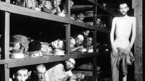 Gefangene im KZ Buchenwald. Die Aufnahme entstand am 16. April 1945, nachdem US-Truppen das Konzentrationslager befreiten.