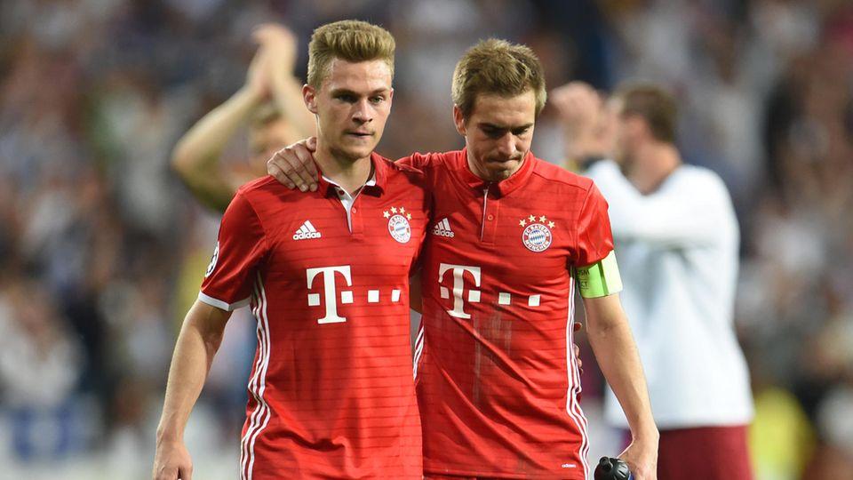 Philipp Lahm und Joshua Kimmich vom FC Bayern München