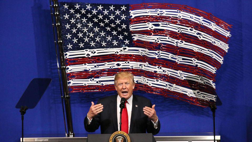 Donald Trump wettert in Kenosha/Wisconsin über den Missbrauch von Visa für Hochqualifizierte