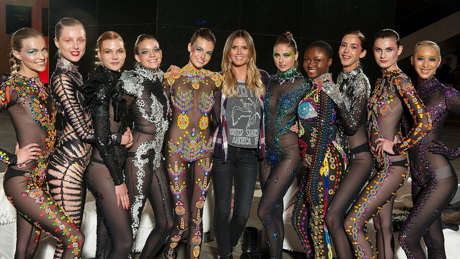 Heidi Klum und die Top 10 von GNTM