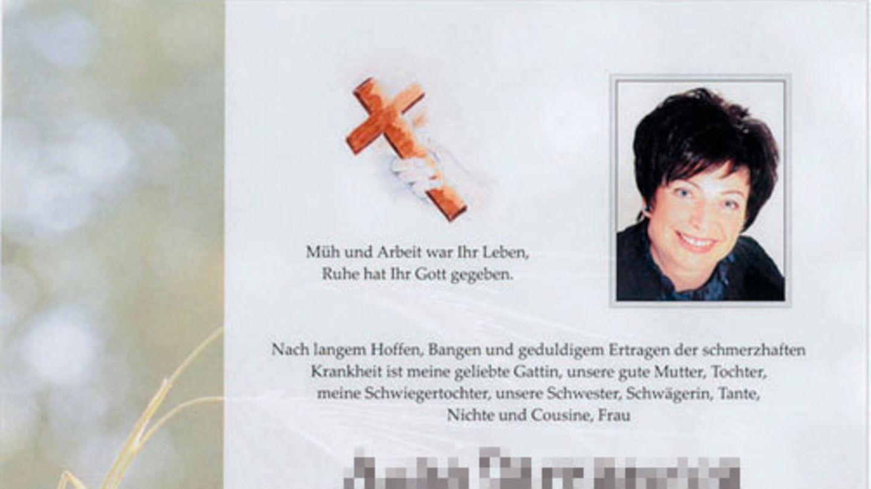 """Anita B., ca. 45  Die Mutter einer kleinen Tochter war 41 Jahre alt, als Ärzte bei ihr Brustkrebs im Frühstadium diagnostizierten. Der Tumor war eingekapselt und hatte höchstwahrscheinlich noch nicht gestreut. Ihre Heilungschancen lagen laut Fachgutachten bei 93 bis 99 Prozent. Anita B. lebte in Kärnten, Österreich, wo Heilpraktiker verboten sind. Doch nahe an ihrem Wohnort empfing ein deutscher Heilpraktiker Patienten in eigenen Räumen, beriet sie und lotste sie in ein fränkisches Dorf, wo er seine Praxis betrieb. Er pendelte ihre Brust mit einem sogenannten """"Biotensor"""" aus, mit dem man angeblich """"Energiedefizite"""" feststellen können soll. Anschließend sagte er ihr, sie habe nur eine """"Milchdrüsenentzündung"""" und behandelte sie fortan mit homöopathischen und pflanzlichen Präparaten.    Der Tumor wucherte, brach durch die Haut und öffnete sich zu einer handtellergroßen, schwärenden Wunde. Er streute im Körper. Vier Jahre später starb Anita B. an ihrer Krebserkrankung.  Heilpraktiker, die Patienten gefährden, indem sie sich zum Beispiel über eindeutige Diagnosen lebensbedrohlicher Krankheiten hinwegsetzen, sollen nach dem Willen des Gesetzgebers ihre Zulassung verlieren. Doch der Fall Anita B. zeigt, wie schwierig das ist. Heute – vier Jahre nach ihrem Tod – steht ihr Heilpraktiker wegen fahrlässiger Tötung vor Gericht. Warum er immer noch Krebsdiagnosen auspendeln darf, lesen Sie in der stern-Titelgeschichte """"Gefährliche Heilpraktiker"""".      Quellen: Interviews mit der Staatsanwaltschaft Regensburg, dem Rechtsanwalt Ernst Maiditsch, der den Witwer vertritt, Anklageschrift, Fachgutachten zwei angesehener Onkologen. Persönliche medizinische Beratung bei dem Heilpraktiker in Begleitung einer Journalistin, die eine Fake-Brustkrebsdiagnose mit sich führte."""