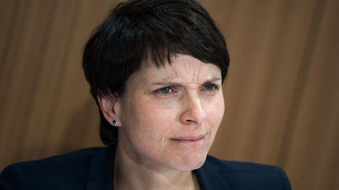 AfD-Chefin Frauke Petry verzichtet auf die Spitzenkandidatur bei der Bundestagswahl. Die Kommentatoren wittern ein rein taktisches Manöver.
