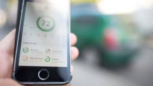 Für den Einsteiger gibt es eine App, auf Dauer benötigt man eine Box im Motorraum.
