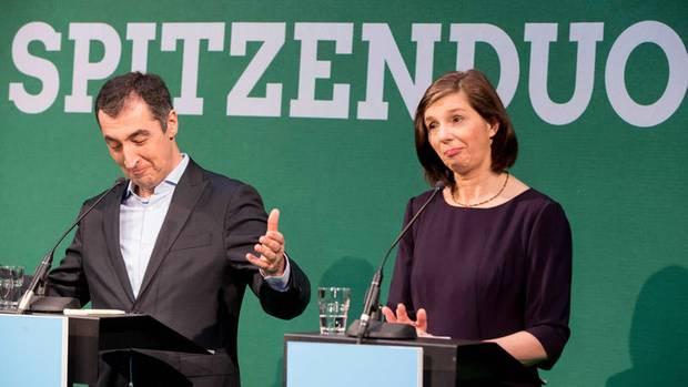 Keine Spur von Aufbruch: Das Spitzenduo der Grünen, Cem Özdemir und Katrin Göring-Eckardt, feiert seinen Sieg bei der Ur-Wahl.
